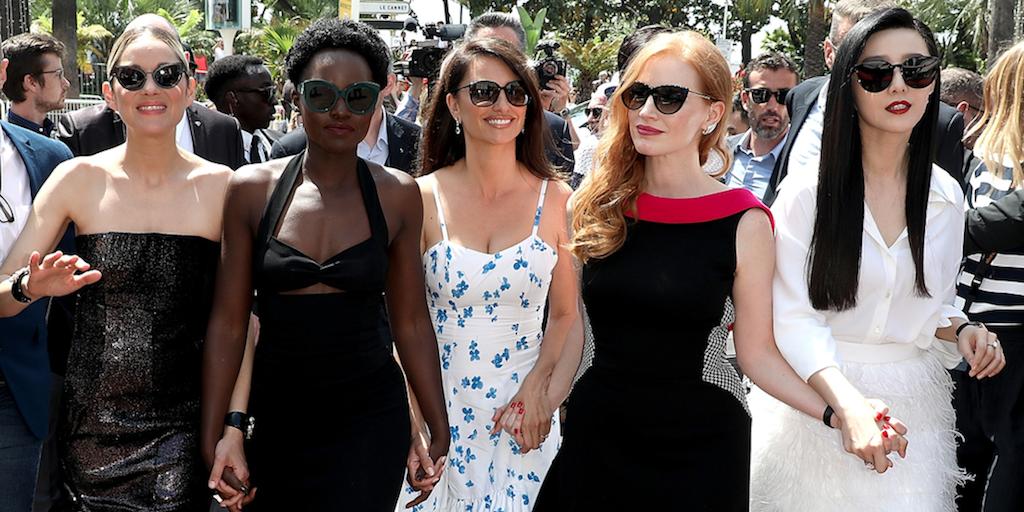Marion Cotillard, Lupita Nyong'o, Penélope Cruz, Jessica Chastain y Fan Bingbing presentando 355