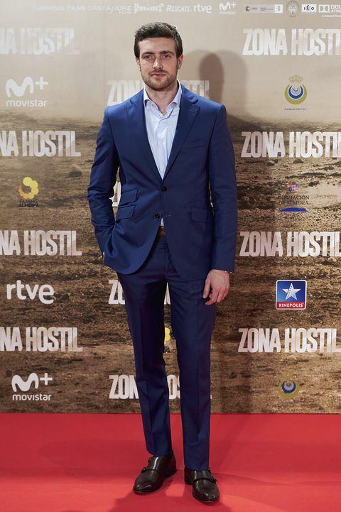Suit, Carpet, Red carpet, Clothing, Formal wear, Tuxedo, Cobalt blue, Premiere, Electric blue, Blazer,