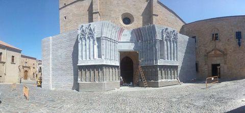 Architecture, Arch, Concrete, Brick, Composite material, Medieval architecture, Arcade, Historic site, Caravanserai, Cobblestone,