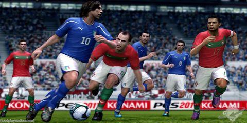 Ball, Sports equipment, Sport venue, Shoe, Jersey, Football, Team sport, Soccer player, Sports uniform, Human leg,