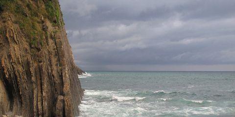 Body of water, Coastal and oceanic landforms, Fluid, Water resources, Coast, Rock, Ocean, Bedrock, Liquid, Sea,