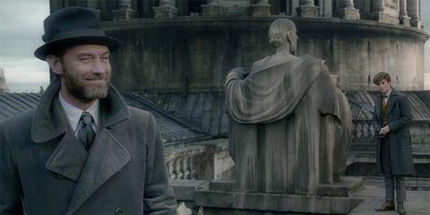 Statue, Outerwear, Memorial, Architecture, Monument, Screenshot, Suit,