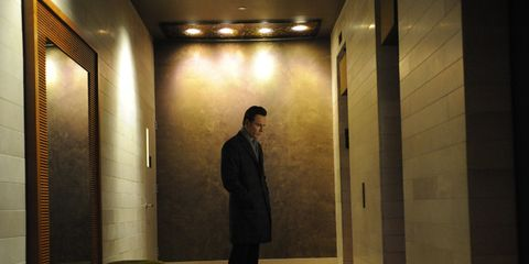 Lighting, Floor, Wall, Standing, Flooring, Ceiling, Suit trousers, Light fixture, Shadow, Tile,