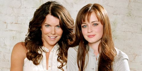 Smile, Hairstyle, Style, Step cutting, Beauty, Friendship, Youth, Brown hair, Eyelash, Layered hair,
