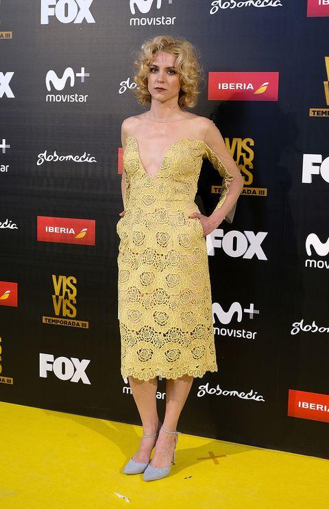 Clothing, Dress, Red carpet, Carpet, Premiere, Yellow, Fashion model, Flooring, Fashion, Cocktail dress,