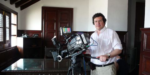 Camera accessory, Video camera, Camera, Cameras & optics, Filmmaking, Tripod, Machine, Film camera, Camera operator, Door,