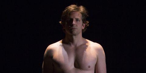 Bradley Cooper Se Desnuda En El Escenario