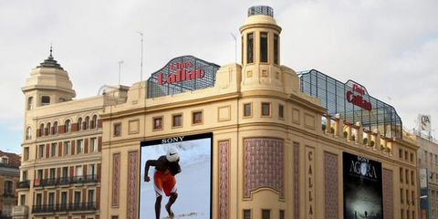 Facade, Advertising, Commercial building, Dome, Street stunts,