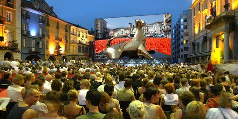Crowd, People, Town, City, Tourism, Community, Public space, Dinosaur, Facade, T-shirt,