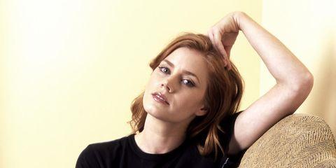 Hairstyle, Shoulder, Elbow, Joint, Sitting, Eyelash, Comfort, Wrist, Neck, Thigh,