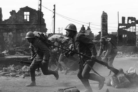 Soldier, Helmet, Military organization, Squad, Military uniform, Personal protective equipment, Troop, Military person, Uniform, Team,