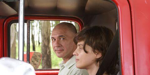 Motor vehicle, Mode of transport, Transport, Red, Vehicle door, Interaction, Passenger, Car seat, Travel, Automotive mirror,