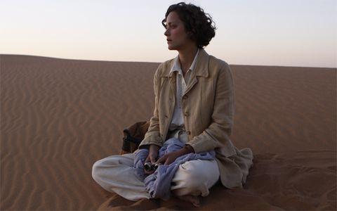 Natural environment, Brown, Sand, Human body, Sitting, Landscape, Photograph, Aeolian landform, Erg, Elbow,
