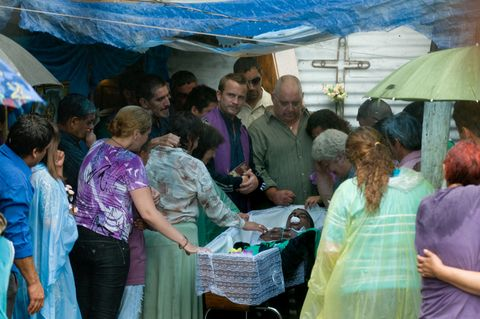 People, Textile, Public space, Community, Adaptation, Interaction, Sharing, Temple, Umbrella, Trade,
