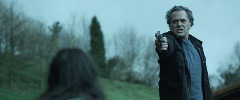Shooting, Air gun, Wrinkle, Revolver, Gun barrel, Photographer, Single-lens reflex camera,