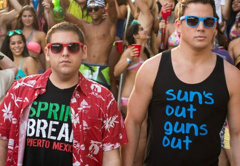 Eyewear, Face, Glasses, Vision care, People, Sunglasses, Sleeveless shirt, Goggles, Summer, Crowd,