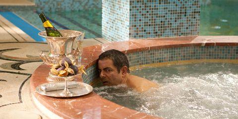 Fluid, Liquid, Drinkware, Bathing, Serveware, Water feature, Dishware, Fountain, Plate, Swimming pool,