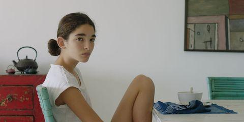Shoulder, Leg, Sitting, Arm, Joint, Thigh, Human leg, Room, Neck, Photography,