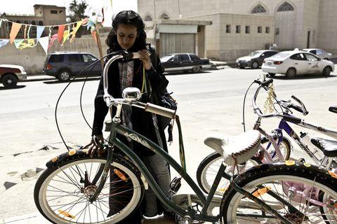 Wheel, Tire, Bicycle tire, Bicycle wheel rim, Bicycle frame, Bicycle wheel, Land vehicle, Bicycle fork, Bicycle part, Bicycle,