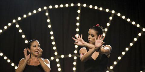 Performing arts, Entertainment, Event, Artist, Performance, Dancer, Abdomen, Performance art, Waist, Public event,