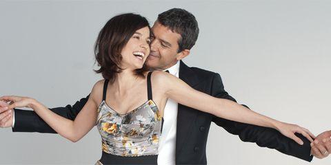 Arm, Shoulder, Happy, Facial expression, Elbow, Interaction, Gesture, Romance, Love, Friendship,