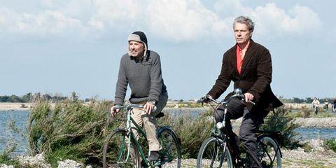 Bicycle tire, Bicycle frame, Bicycle wheel, Wheel, Bicycle wheel rim, Bicycle handlebar, Sky, Bicycle part, Bicycle fork, Shoe,