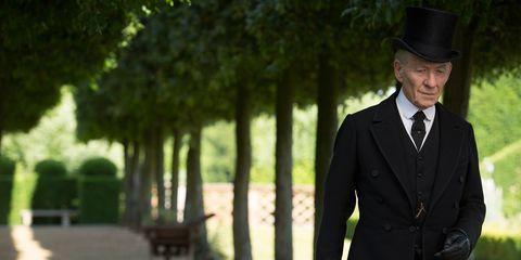 Hat, Coat, Collar, Outerwear, Formal wear, Suit, Blazer, Costume accessory, Black, Overcoat,