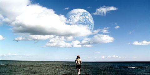 Sky, Cloud, Coastal and oceanic landforms, Shore, Astronomical object, Horizon, Coast, People in nature, Cumulus, Travel,