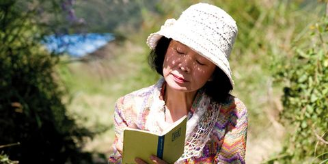 Clothing, Nose, Lip, Hat, People in nature, Sun hat, Headgear, Street fashion, Spring, Reading,