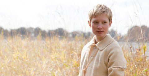 Sleeve, Collar, Grass family, Sweater, Field, Street fashion, Prairie, Portrait photography, Meadow, Portrait,