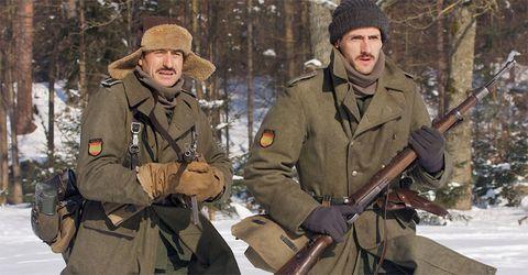 Winter, Human, Soldier, Mammal, Snow, Glove, Khaki, Air gun, Shotgun, Beanie,