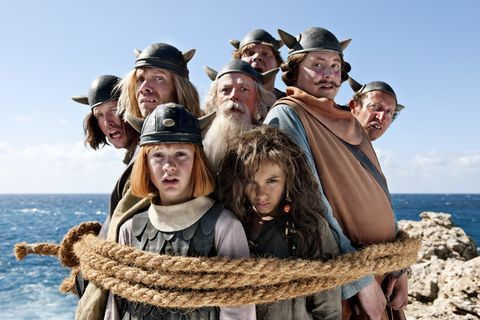 Human, People, Hat, Social group, People in nature, Headgear, Costume accessory, Winter, Ocean, Travel,