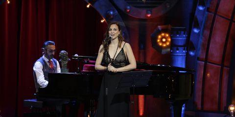 Entertainment, Performance, Music, Recital, Performing arts, Event, Musician, Music artist, Singing, Pianist,