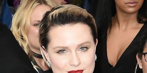 Ear, Lip, Hairstyle, Chin, Eyebrow, Earrings, Eyelash, Jewellery, Style, Fashion accessory,
