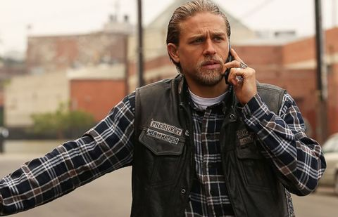 charlie hunnam en sons of anarchy