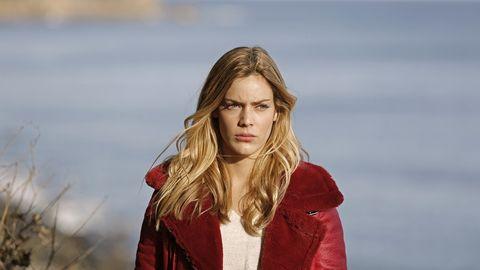 Hair, Face, Red, Blond, Hairstyle, Beauty, Long hair, Lip, Fashion, Surfer hair,