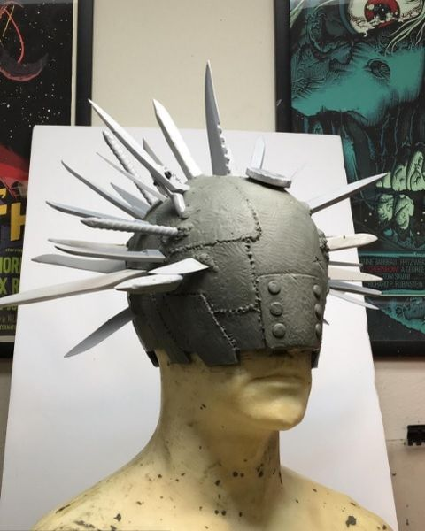Forehead, Sculpture, Art, Hair accessory, Headpiece, Visual arts, Statue, Mannequin, Creative arts, Liberty spikes,