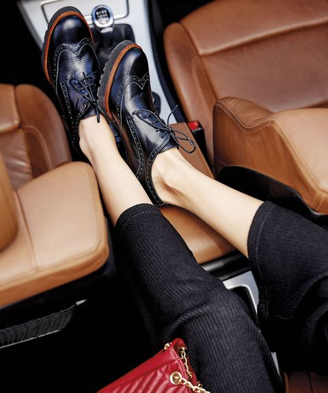 Leg, Footwear, Human leg, Thigh, Leather, Ankle, Shoe, Joint, High heels, Car seat,