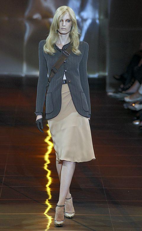 Sleeve, Shoulder, Joint, Human leg, Style, Fashion model, Fashion show, Collar, Knee, Street fashion,