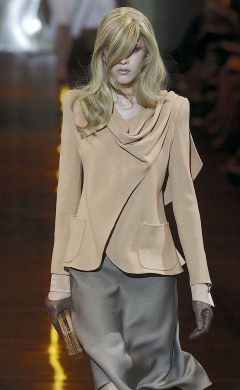 Sleeve, Shoulder, Joint, Outerwear, Fashion show, Style, Fashion model, Street fashion, Fashion, Neck,