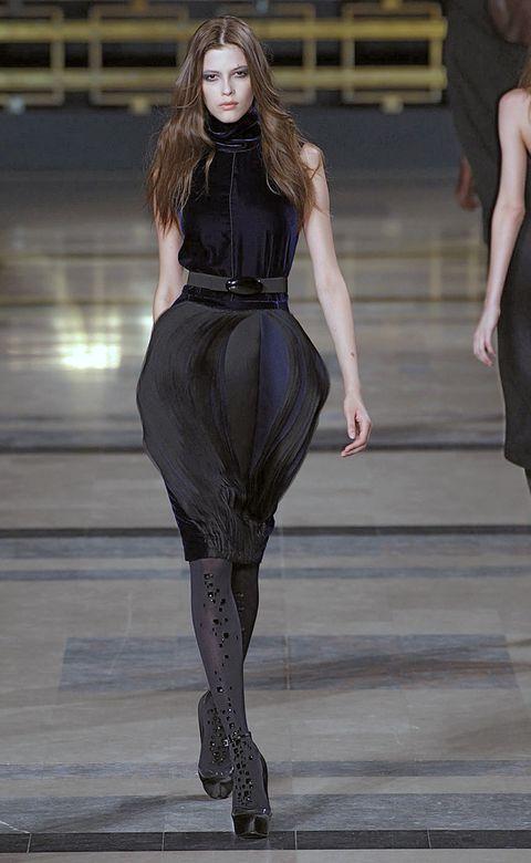 Leg, Fashion show, Shoulder, Joint, Waist, Dress, Style, Runway, Fashion model, Fashion,