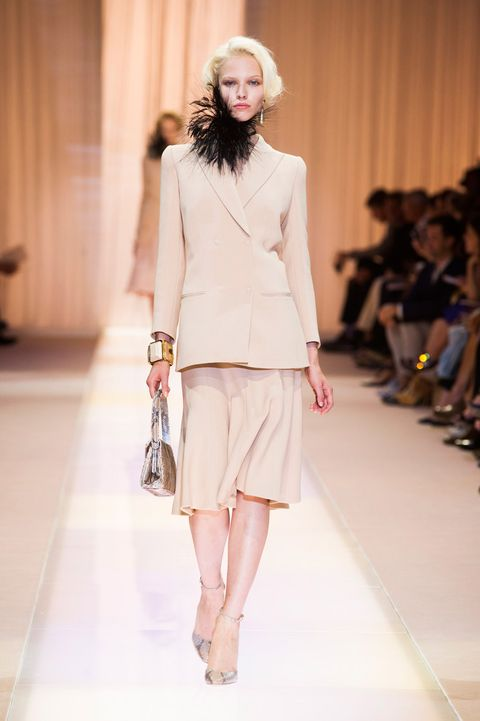 Shoulder, Fashion show, Human leg, Joint, Outerwear, Fashion model, Style, Runway, Waist, Street fashion,
