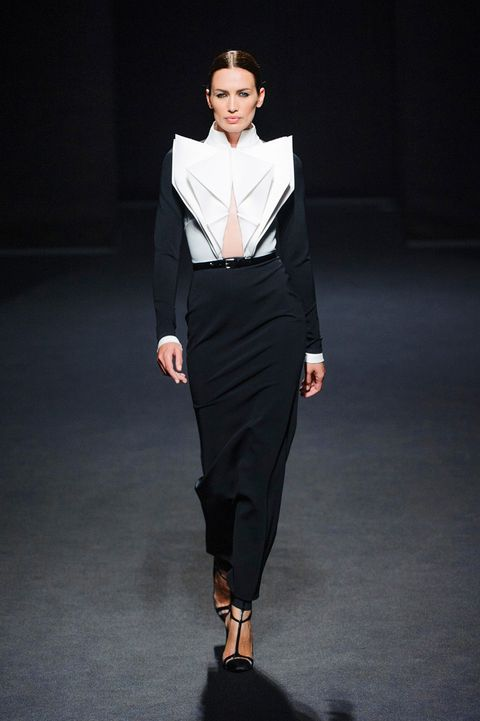 Clothing, Sleeve, Collar, Shoulder, Fashion show, Joint, Outerwear, Style, Formal wear, Knee,