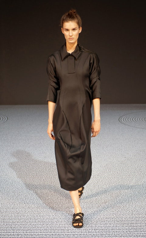 Clothing, Sleeve, Shoulder, Textile, Joint, Style, Collar, Formal wear, Fashion model, Fashion show,
