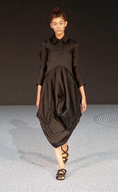 Clothing, Sleeve, Human body, Shoulder, Human leg, Joint, Fashion show, Dress, Style, Fashion model,