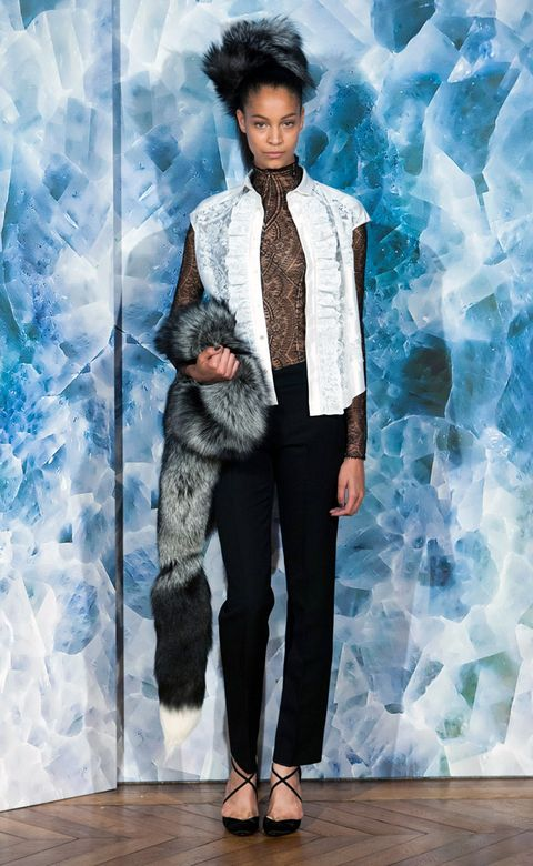 Textile, Style, Collar, Dress shirt, Fashion, Sandal, Aqua, Fur, Foot, Turquoise,