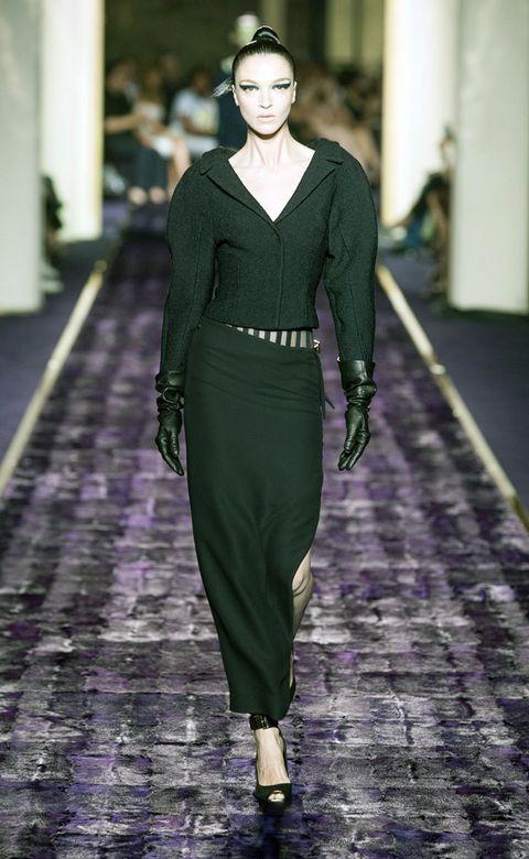 Sleeve, Green, Style, Fashion show, Formal wear, Fashion model, Waist, Purple, Fashion, Jewellery,