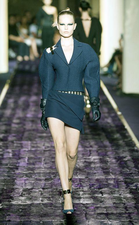 Sleeve, Shoulder, Joint, Human leg, Style, Fashion accessory, Fashion model, Street fashion, Collar, Waist,