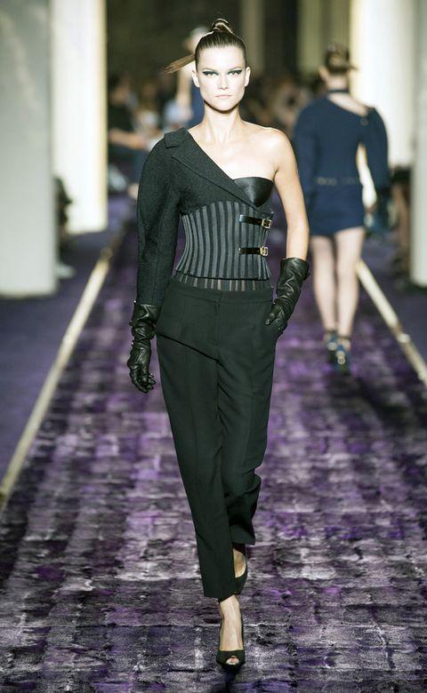 Human body, Shoulder, Joint, Fashion show, Waist, Style, Fashion model, Purple, Fashion, Runway,