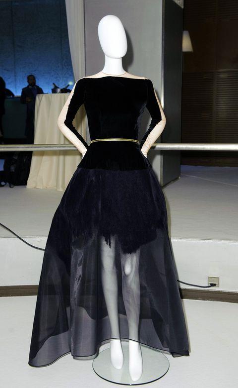 Sleeve, Shoulder, Dress, Formal wear, Style, One-piece garment, Gown, Fashion, Black, Mannequin,